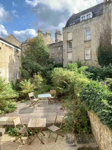 Chapel Row Garden-min